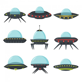 Ufo-set, außerirdische raumschiffe, flacher stil. farbsatz von alien-kreisplatten für die spiel-benutzeroberfläche. raumschiff in form einer transportplatte. nlo im cartoon-stil. illustration.