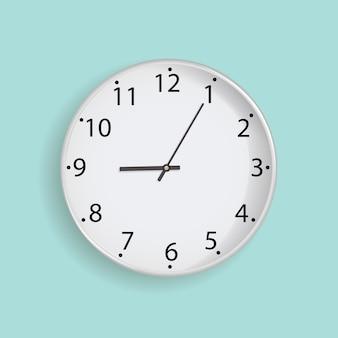 Uhr auf tadellosem hintergrund