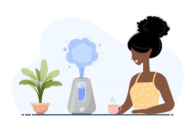 Ultraschall-luftbefeuchter mit zimmerpflanzen. afroamerikanerin genießt die frische feuchte luft zu hause. haushaltsgeräte für einen gesunden lebensstil. moderne illustration im flachen karikaturstil.