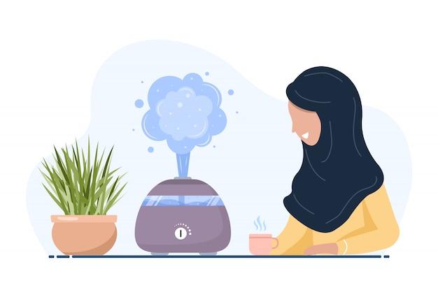 Ultraschall-luftbefeuchter mit zimmerpflanzen. arabische frau genießt die frische feuchte luft zu hause. haushaltsgeräte für einen gesunden lebensstil. moderne vektorillustration im flachen karikaturstil.