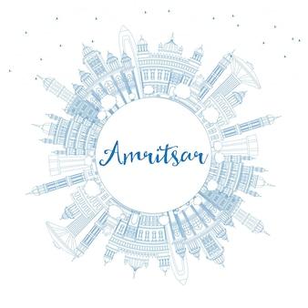 Umreißen sie die skyline der stadt amritsar indien mit blauen gebäuden und textfreiraum. vektor-illustration. geschäftsreise- und tourismuskonzept mit historischer architektur. amritsar-stadtbild mit sehenswürdigkeiten.