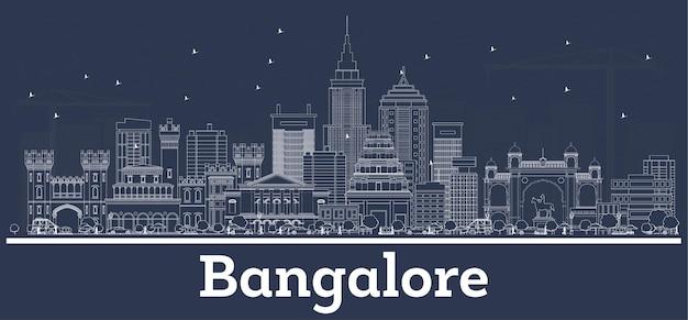Umreißen sie die skyline der stadt bangalore indien mit weißen gebäuden