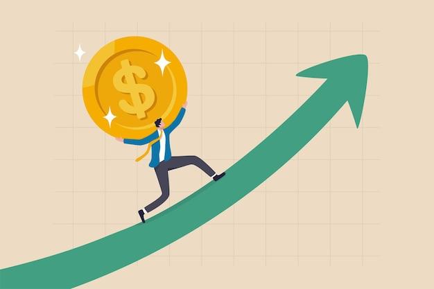 Umsatzsteigerung, investitionswachstum oder gewinn- und gewinnsteigerung, gehalts- oder umsatzsteigerung, konzept des finanziellen wohlstands, starker geschäftsmann, der eine goldene geldmünze trägt, steigt auf.
