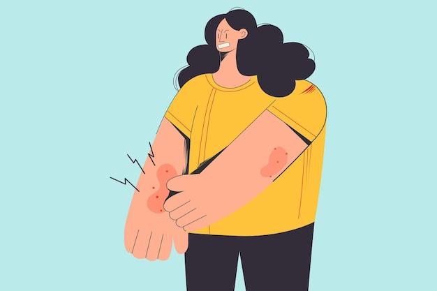 Unglückliche frau mit juckreiz an der haut leidet an allergie