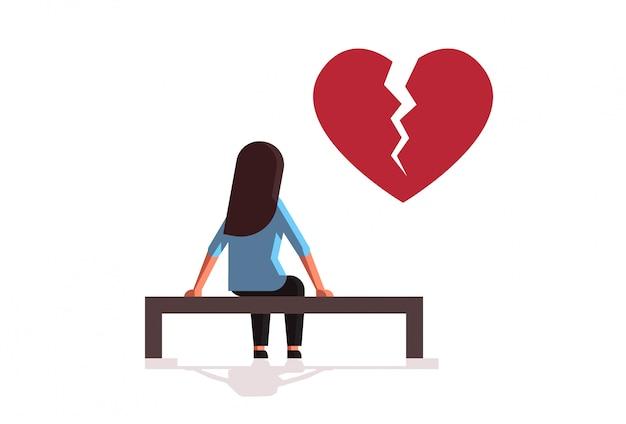 Unglückliche traurige frau in der depression, die beziehungsproblem hat