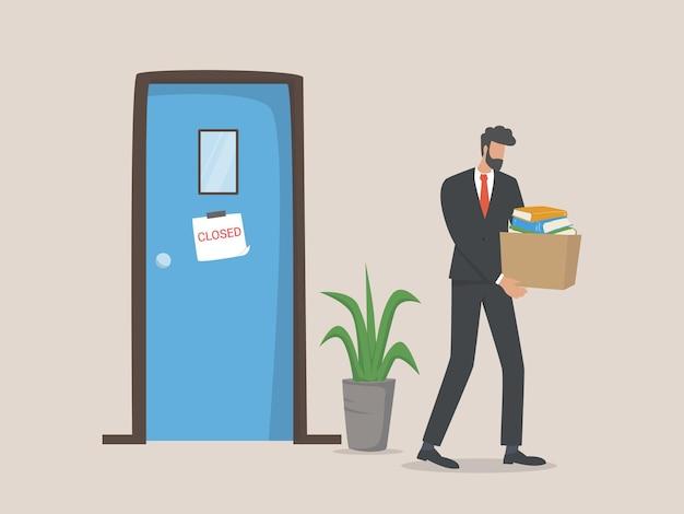 Unglücklicher entlassener mann verlässt das büro mit dingen in kisten, entlassungskonzept. arbeitslosigkeit, krise, arbeitslosigkeit.