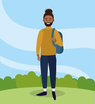 Universitätsmann mit rucksack und freizeitkleidung