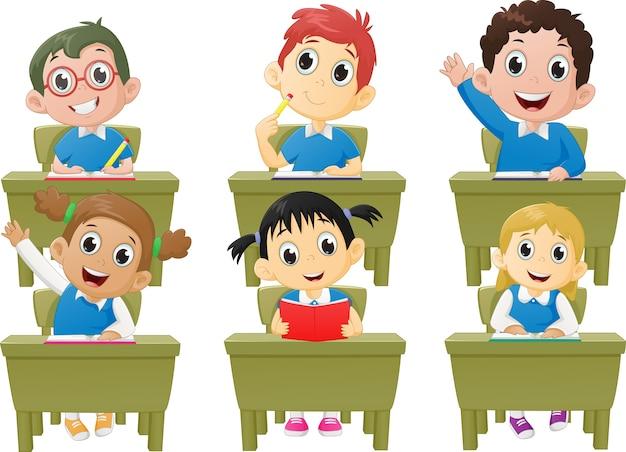 Unterrichtsaktivitäten schulkinder im klassenzimmer
