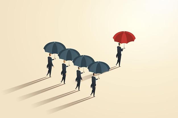 Unterschiedliche konzeptgeschäftsmänner, die rote regenschirme halten, heben sich von der masse ab, die schwarzen regenschirm hält