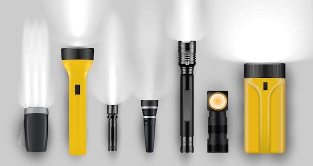 Unterschiedliche realistische taschenlampe mit glänzendem lichtstrahl
