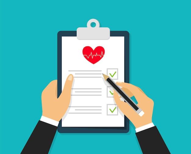 Unterschreiben medizinischer notizen hände, die medizinische checkliste halten und unterschreiben
