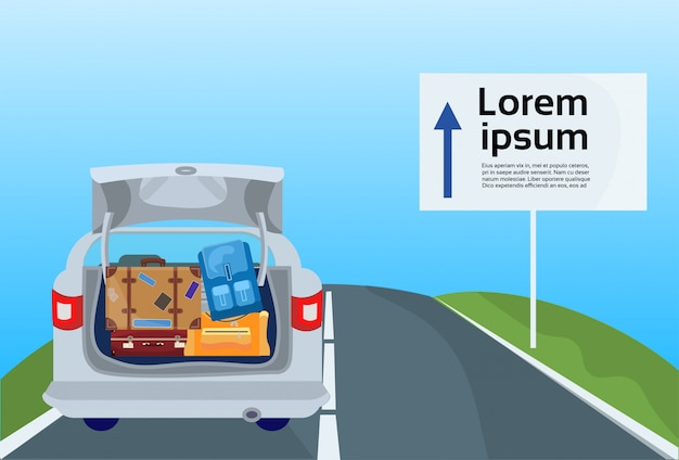 Urlaubsfahrt mit dem auto, familienreise-fahrzeug auf straßenroute mit gepäckkoffern