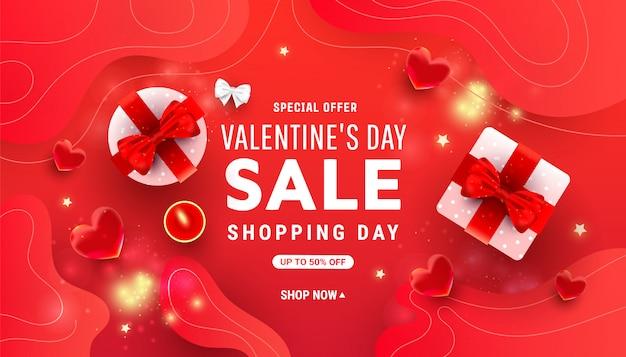 Valentinstag horizontal mit glänzenden rosa geschenkboxen, rotem herzen der blase und konfettis auf rot mit platz für text