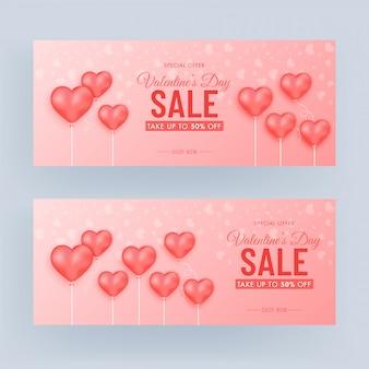Valentinstag sale banner set mit 50% rabatt angebot und herz luftballons auf glänzendem hellrotem hintergrund verziert.
