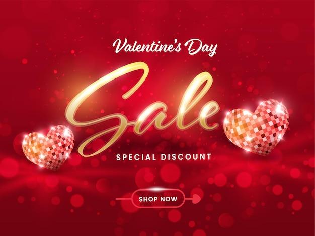 Valentinstag sale poster design mit herzform disco ball auf rotem bokeh hintergrund.