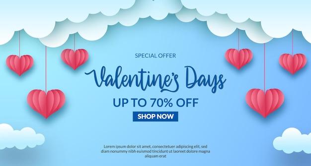 Valentinstag verkauf angebot banner. liebe herzform papierschnitt stil mit pastellblau himmel hintergrund