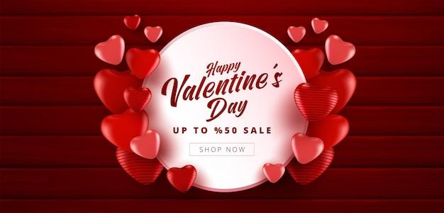 Valentinstag-verkaufsfahne mit roter farbe viele süße herzen auf hölzernem strukturiertem rotem farbhintergrund. werbe- und einkaufsvorlage oder für liebe und valentinstag.