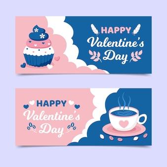 Valentinstagfahnen mit kaffee und kleinem kuchen