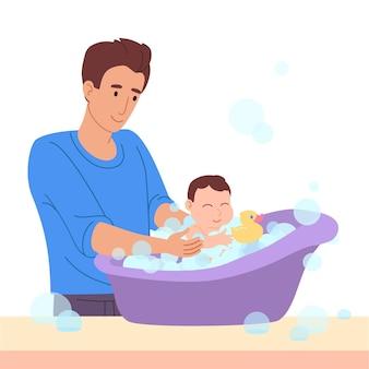 Vater badet ein kleines baby in der wanne
