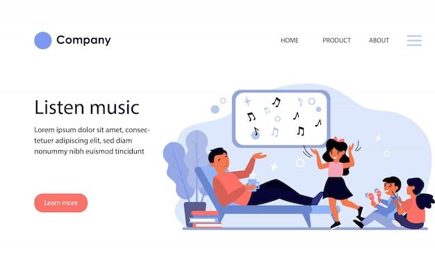 Vater genießt musik mit kindern. website-vorlage oder zielseite