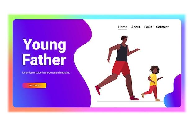 Vater läuft mit kleinen sohn eltern vaterschaftskonzept vater verbringt zeit mit seinem kind horizontal in voller länge