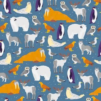 Vector flaches nahtloses muster mit handgezeichneten nordtieren, fischen, vögeln, die auf blauem hintergrund isoliert sind. eisbär, eule, polarfuchs. für verpackungspapier, karten, tapeten, geschenkanhänger, kinderzimmerdeko etc.