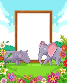 Vector illustration des netten elefanten und des flusspferds mit hölzernem leerem unterzeichnen herein den park