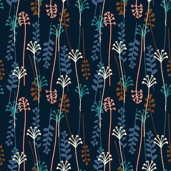 Vector nahtloses muster mit der hand, die wild wachsende pflanzen, kräuter und blumen zeichnet.