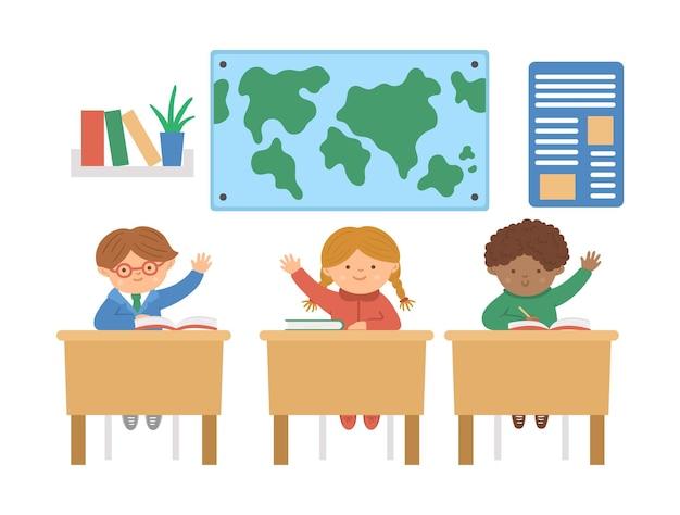 Vector süße glückliche schulkinder, die mit den händen nach oben an den schreibtischen sitzen. klassenzimmerillustration der grundschule. clevere kinder im unterricht. jungen und mädchen, die bereit sind, die frage des lehrers zu beantworten.