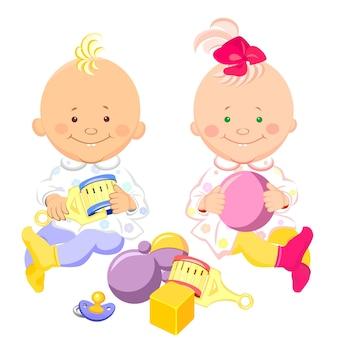 Vector zwei kleine kinder mit einer rassel und einem ball in den händen sitzen und lächeln