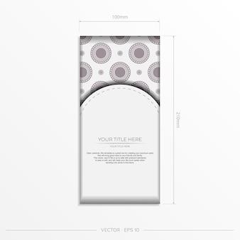 Vektor-einladungskartenvorlage mit platz für ihren text und vintage-ornamente. luxuriöses weißes postkartendesign mit dunkelgriechischen ornamenten.