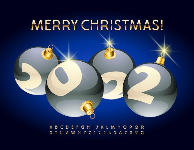 Vektor-grußkarte frohe weihnachten 2022 mit dekorativen kugeln golden alphabet buchstaben und zahlen