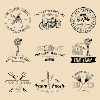 Vektor retro satz von bauernhof frische logos. sammlung von bio-bio-produktabzeichen. öko-lebensmittel zeichen. vintage hand skizzierte landwirtschaftliche ausrüstungsikonen.