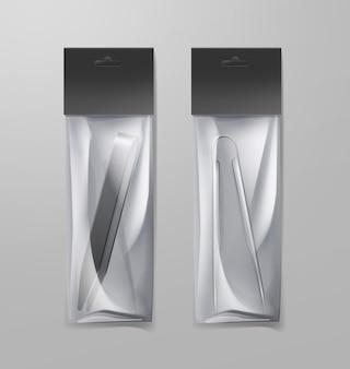 Vektor zwei metall-shisha-zangen für holzkohle und weihrauch in transparenter plastikpackung lokalisiert auf grauem hintergrund