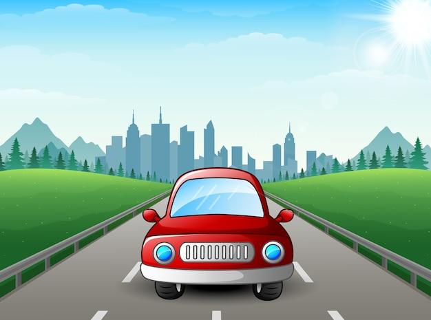 Vektorillustration der roten autokarikatur auf stadthintergrund