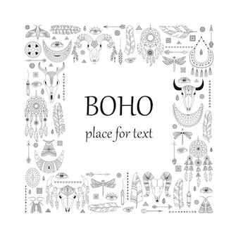 Vektorillustration mit boho-elementen. vorlage mit einem platz für text. tierschädel, traumfänger; pfeile und federn.
