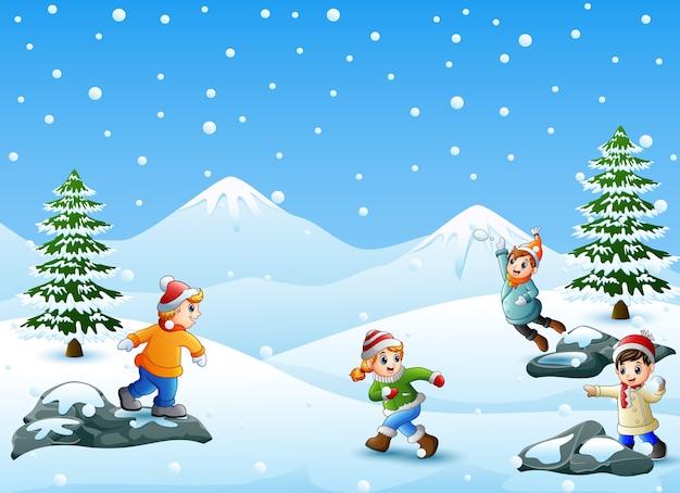Vektorillustration von den glücklichen kindern, die schneeball spielen