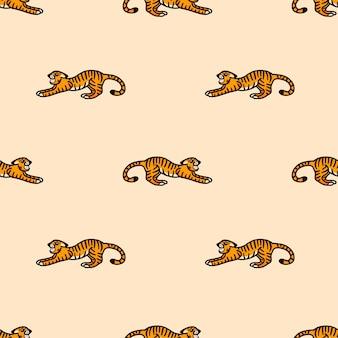 Vektormuster mit einem knurrenden tiger im cartoon-stil auf beigem hintergrund