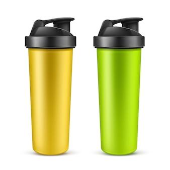 Vektorrealistischer 3d-grüner und gelber leerer getränke-shaker für sporternährung, molkenprotein oder gainer. sportflasche aus kunststoff, mixer oder getränkebehälter isoliert auf weißem hintergrund. zubehör für fitnessstudio.