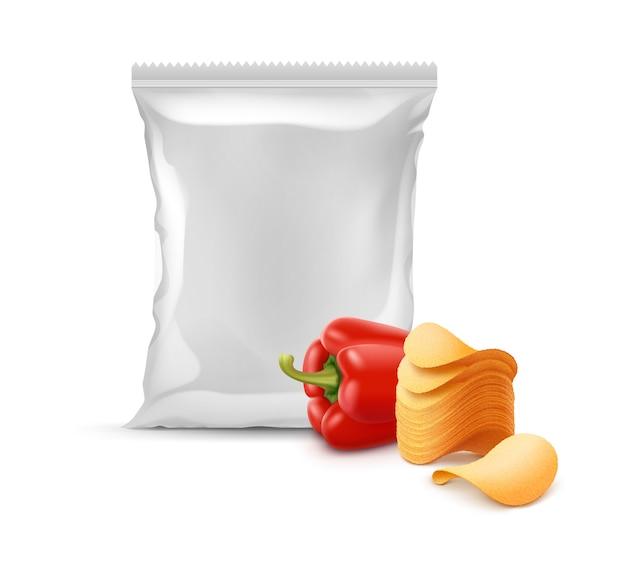 Vektorstapel der knusprigen kartoffelchips mit paprika und vertikal versiegelter leerer plastikfolie
