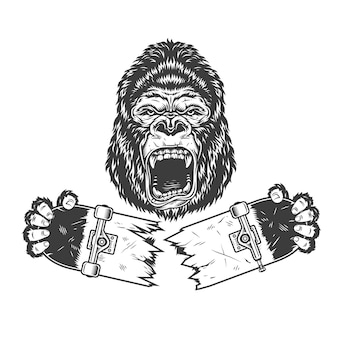 Verärgerter gorilla, der gebrochenes skateboard hält