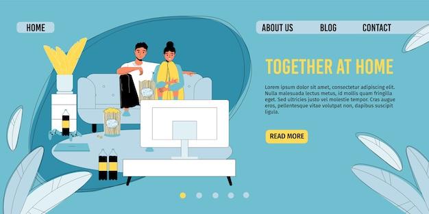 Verheiratetes paar, das auf großem fernsehbildschirm zuschaut.