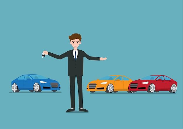 Verkäufer, der einen schlüssel des neuwagens für verkauf steht und hält