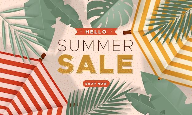 Verkaufsbanner mit zwei sonnenschirmen am sommerstrand und tropischen blättern