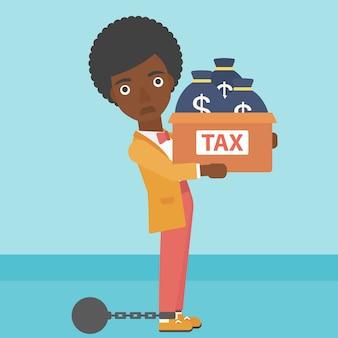 Verkettete geschäftsfrau mit den taschen voll von den steuern