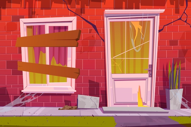 Verlassene hausfassade vorderansicht altbau außen mit gebrochenem rotem backstein