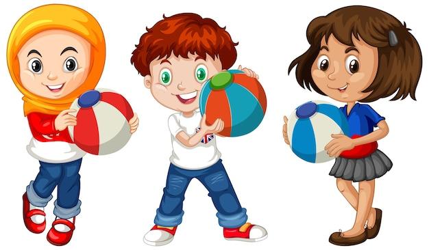 Verschiedene drei kinder, die bunten ball halten