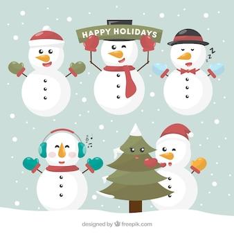 Verschiedene schneemänner mit weihnachtsdekoration