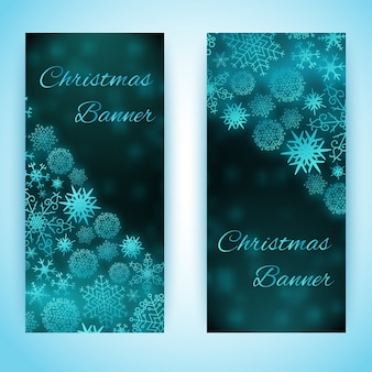 Vertikale banner des flachen entwurfs, gesetzt mit blauen schneeflocken der verschiedenen formillustration