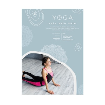 Vertikale flyer-vorlage zum üben von yoga